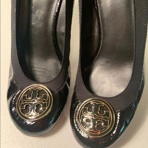 Tory Burch Elastic Patent Leather Logo Wedge